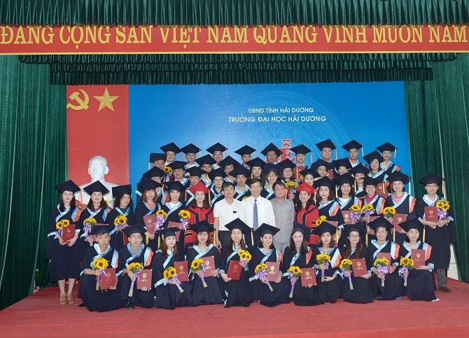 Lễ trao bằng tốt nghiệp thạc sĩ khóa I